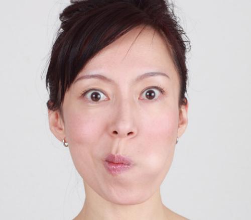 Việc luyện cơ má thường xuyên sẽ giúp làm giảm lượng mỡ tồn tại trên mặt