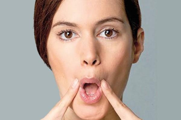 Cách làm mặt nhỏ đi bằng cách luyện tập với môi