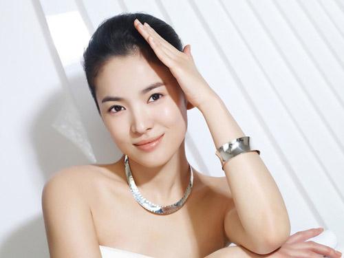 ban-co-dat-ti-le-vang-cua-khuon-mat-dep64