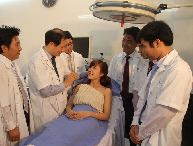 Bác sĩ của TMV Kangnam Cách làm cho khuôn mặt nhỏ lại như sao Hàn