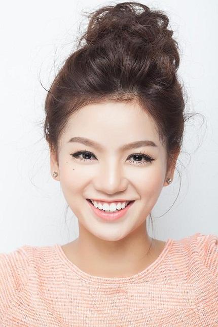 Kiểu tóc đẹp cho khuôn mặt tròn với tóc búi nữ tính