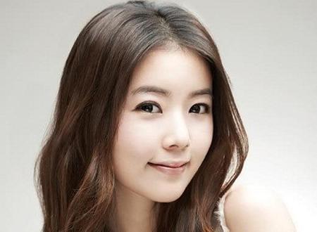 Kiểu tóc mái hợp với khuôn mặt tròn béo với tóc chẻ