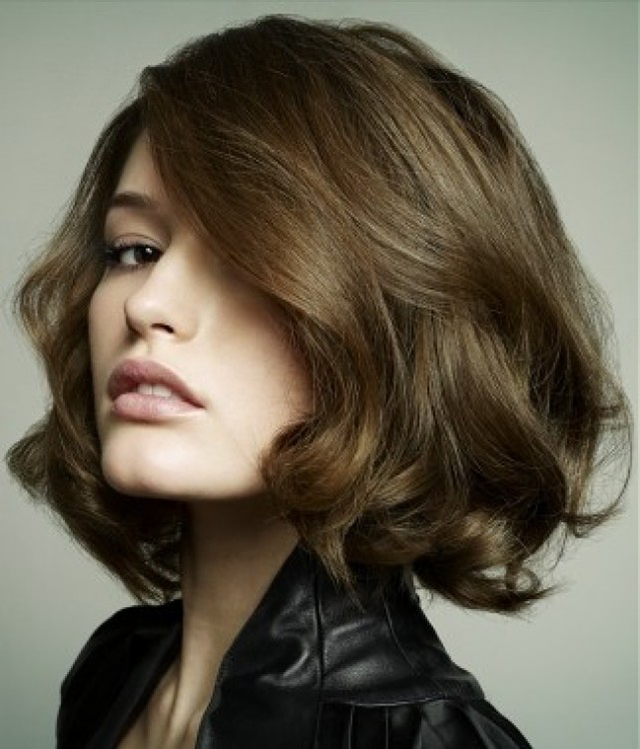 kiểu tóc phù hợp với khuôn mặt tròn béo trán cao-6
