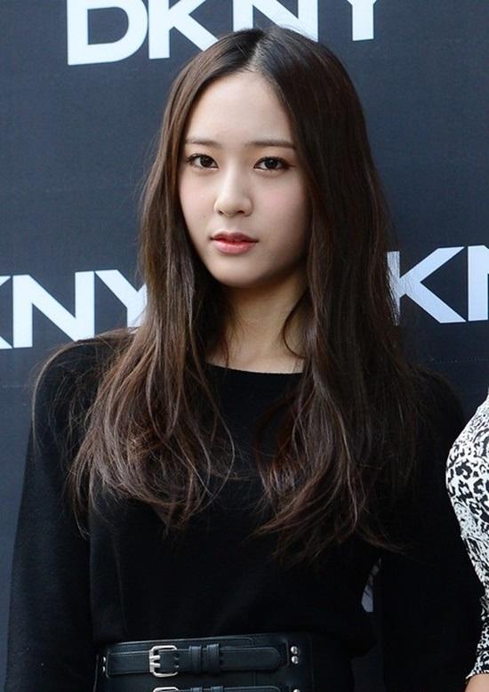 Kiểu tóc hợp với mặt tròn cùng tóc suôn thẳng