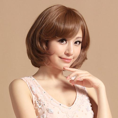 tóc ngắn xoăn cho khuôn mặt tròn